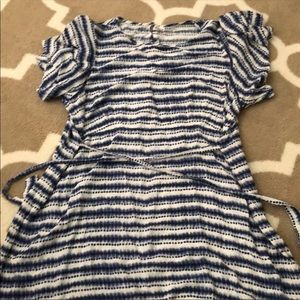 Old Navy maternity tunic with frilly sleeves